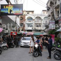 "Am frühen Morgen gegen 6 Uhr erschienen die Ermittler vor dem ""Take me Out"" Pub, der hinter dem Tuk Com IT-Center in Süd Pattaya liegt"