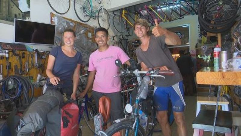 Zwei deutsche Geschwister erreichen Thailand mit ihren Fahrrädern